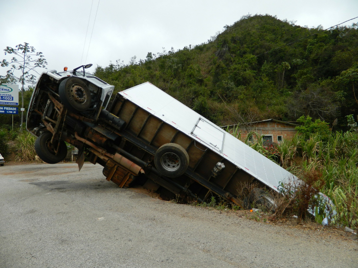 accident-truck-cart-br-tumbled